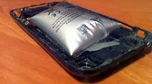 3 Hal Yang Menyebabkan Baterai Ponsel Dapat Meledak dan Melembung