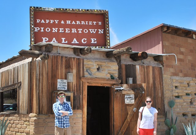 Pappy & Harriet's Pioneer Palace in Pioneertown | An afternoon in Joshua Tree National Park, California | Em Then Now When