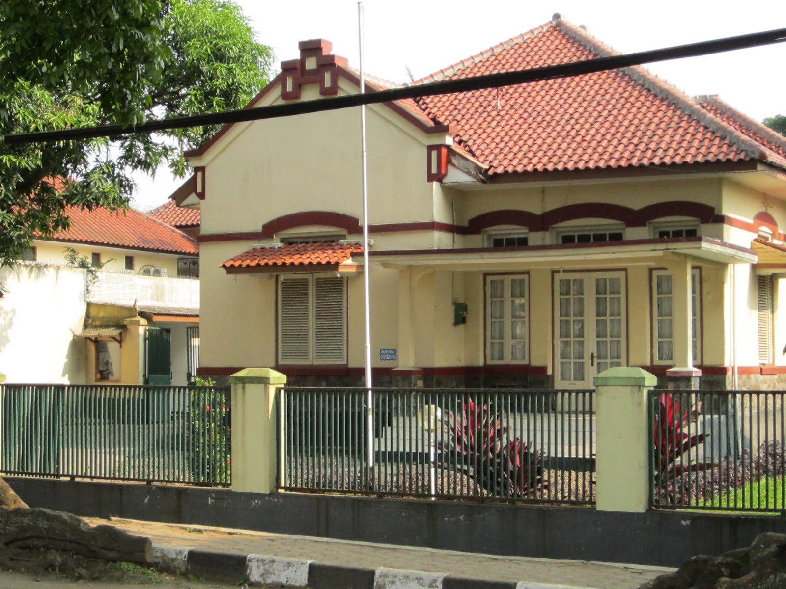 Tips Renovasi Rumah Bergaya Kolonial