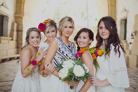 Mira que lindos vestidos para las damas y la niña de las flores!! Morimos de amor )
