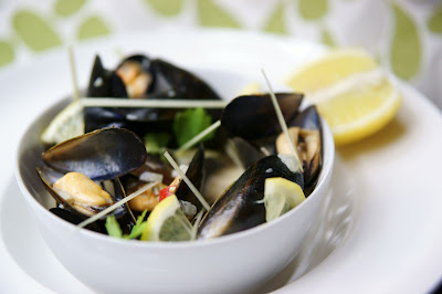 GasMarkSeven: Recipe: Thai Style White Wine Mussels