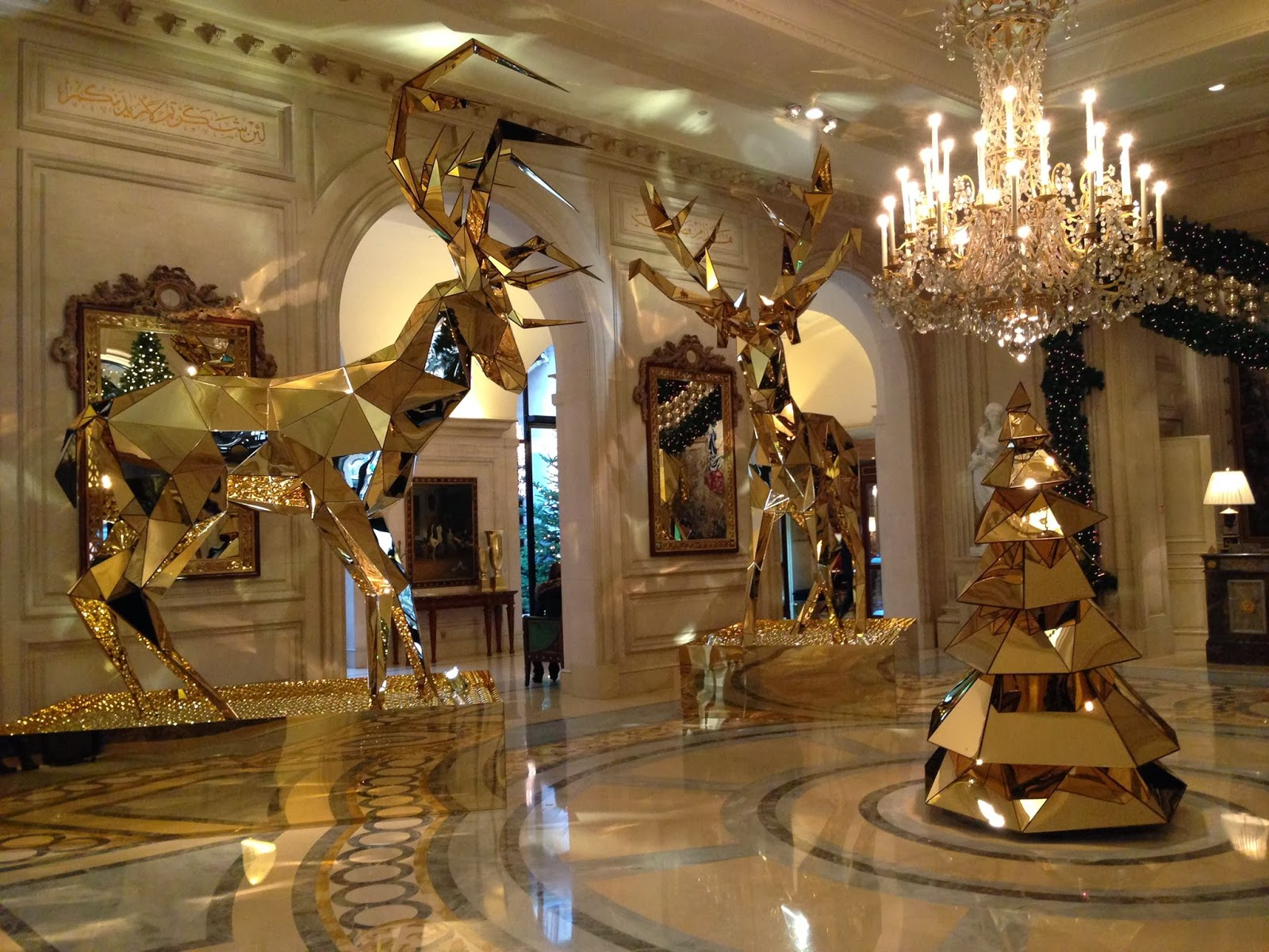 Sexy golden reindeers in four seasons hotel george v paris for 4 season decoration