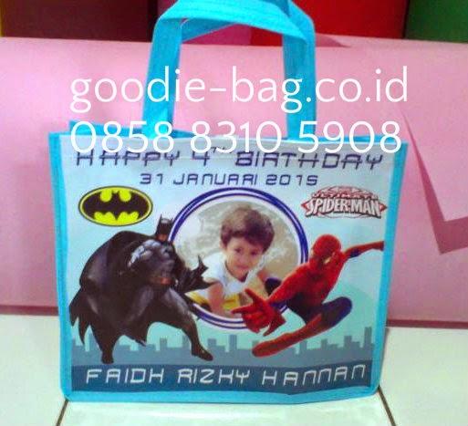 Tas Ulang Tahun superhero