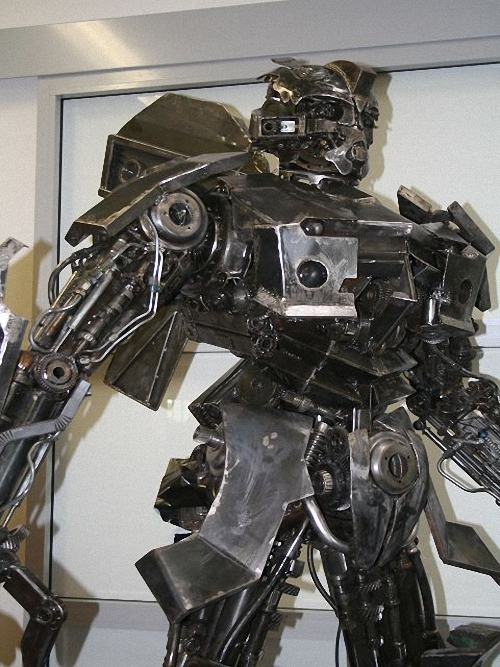 4b-Transformers-Bumblebee-2.50m-high-Giganten-Aus-Stahl