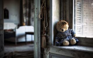 sad_teddy_bear_upset_over_love_breakup_photo.jpg