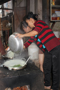 Making food for a wedding in Hoàng Su Phì town