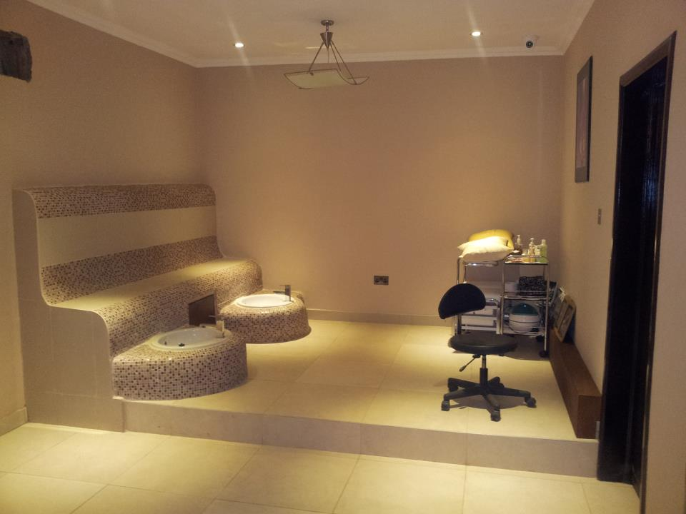 Ghana rising niobe salon spa number one for pampering in accra ghana for Look 4 design salon