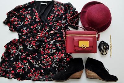 http://4.bp.blogspot.com/-vQ6whyOYPa8/UiWPkaluZGI/AAAAAAAAFZ4/-X-CKLA98Qs/s1600/flower+dress.jpg