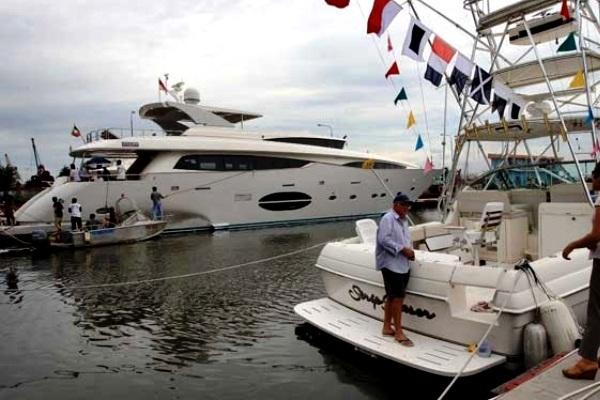 Kapal pesiar (yacht). MARITIME LINE