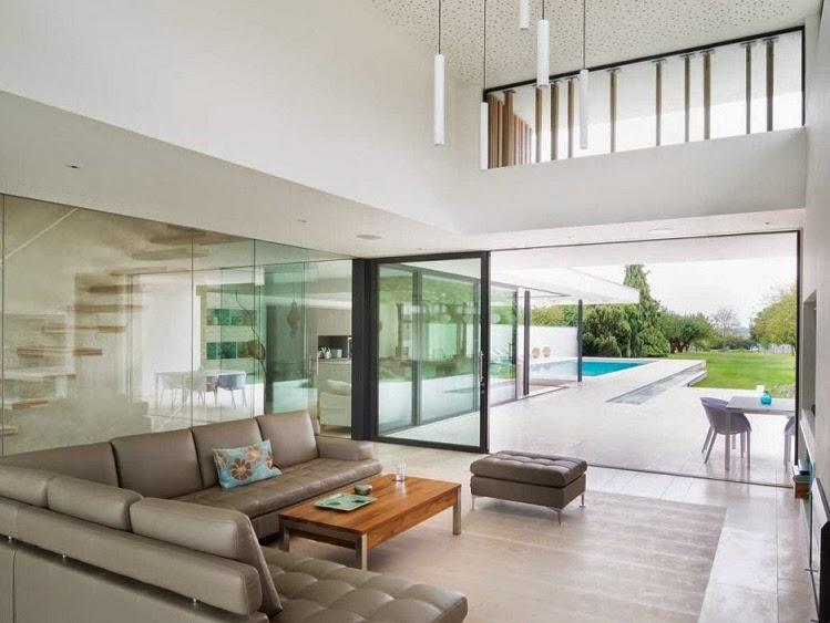 Minimalista y sostenible la casa del r o por selencky for Terrazas internas