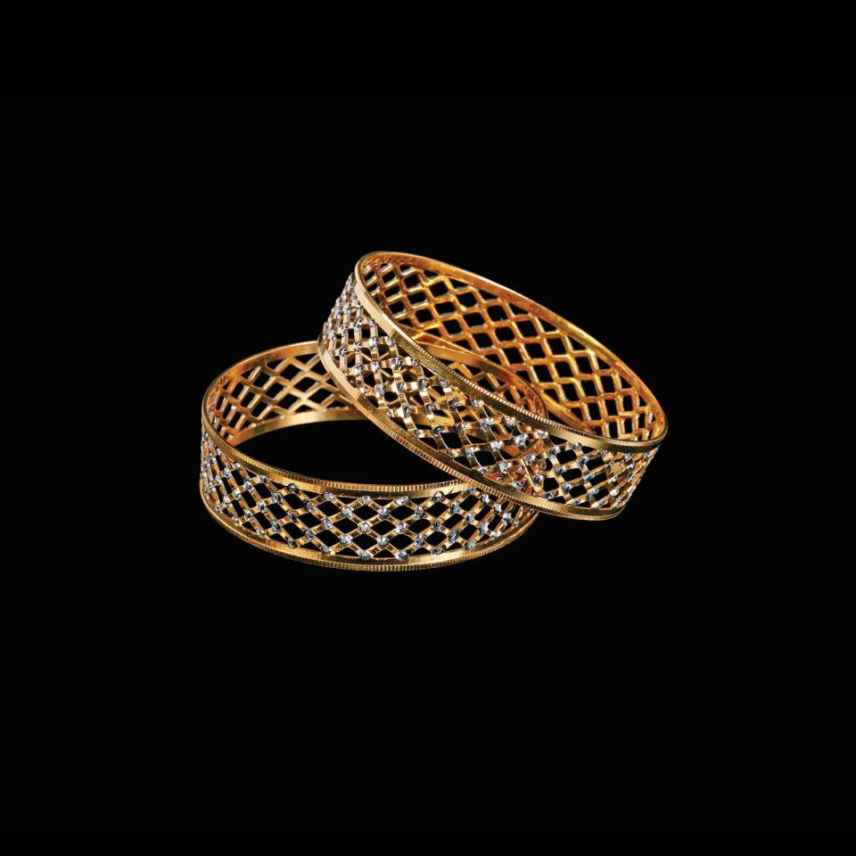 WOMEN\'S WORLD: DIAMOND AND GOLD BANGLES