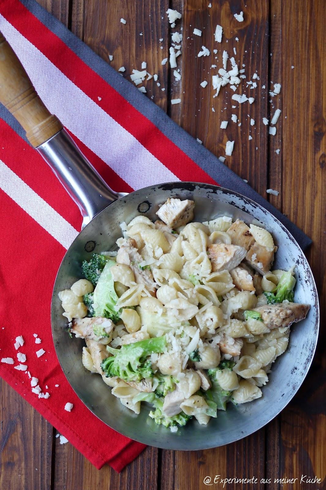 aus meiner Küche: Pasta Alfredo mit Hähnchen und Brokkoli
