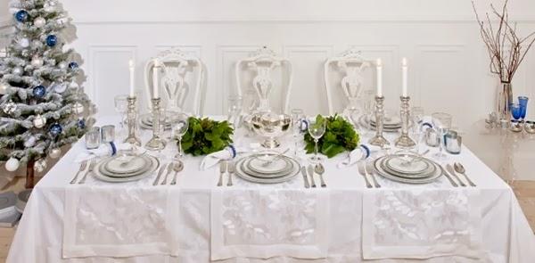 decorarção de mesa de natal toda branca