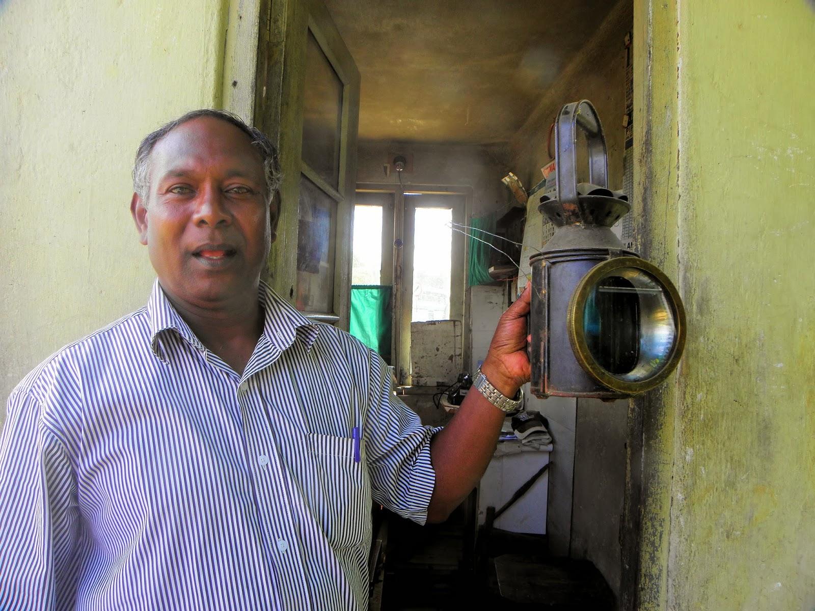 getambe, signal man, railway, Sri Lanka railway,