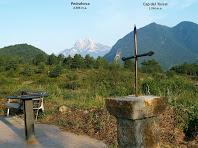 La Creu amb el Cap del Tossal i el Pedraforca al fons