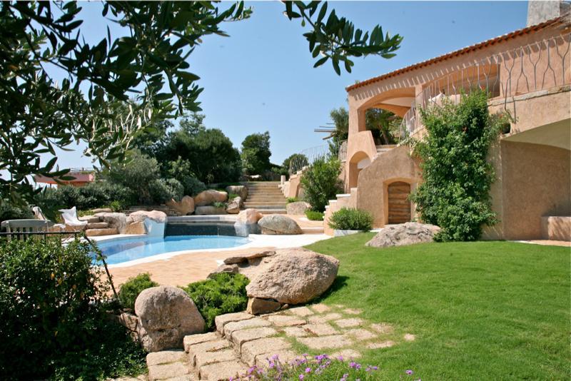 Estilo rustico patios rusticos mediterraneos for Patios rusticos