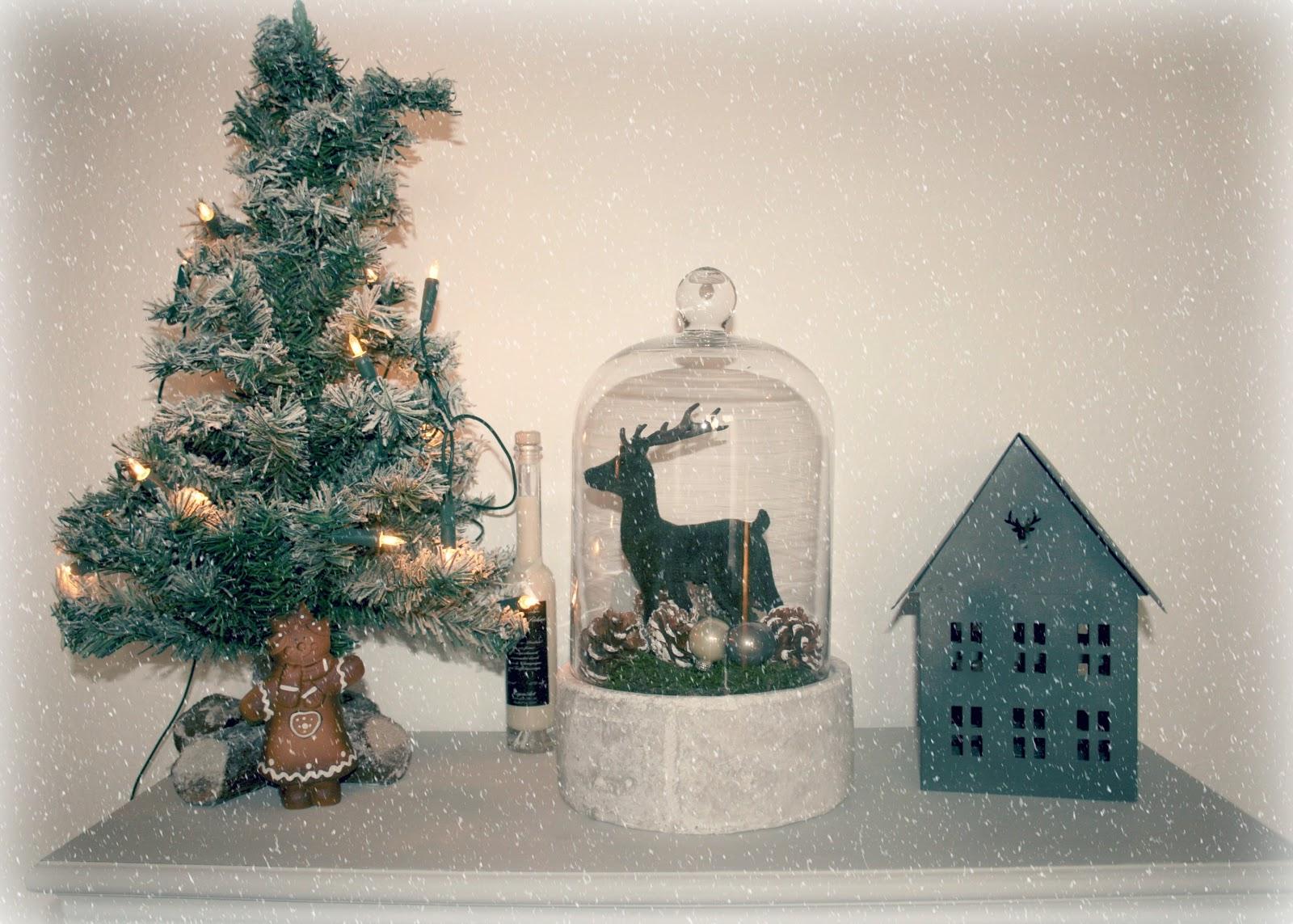Gluecksmaedchen von elchen und rentieren - Glasglocke dekorieren ...
