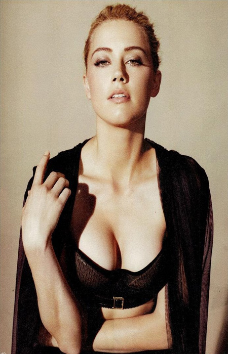 amber heard hot Posted by kuttu at 0932