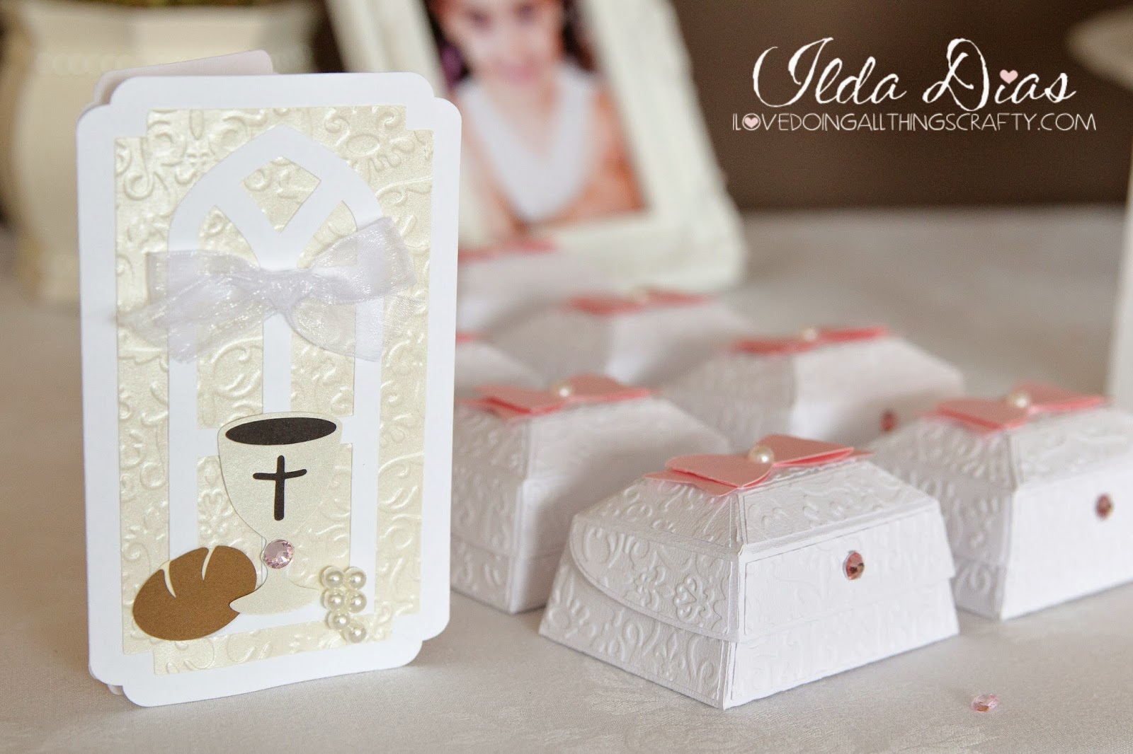I love doing all things crafty first communion day diy decor the invitations i made below i think have to be one of my favorite projects from the event simple and easy to make especially when you have a bunch to solutioingenieria Images