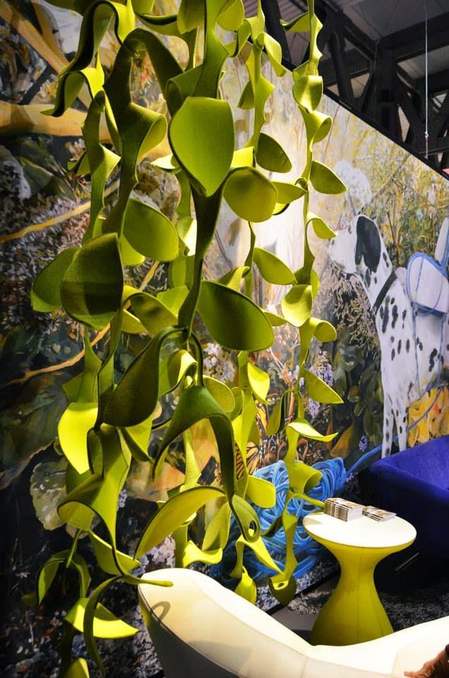 Selbermachen: Statt Sessel und Sofa weckt Leolux mit Filz-Blätter-Dekoration das Design- und Wohnen-Interesse auf der Mailänder Möbelmesse