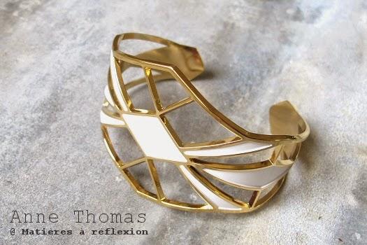 Bracelet manchette Anne Thomas bijou doré blanc