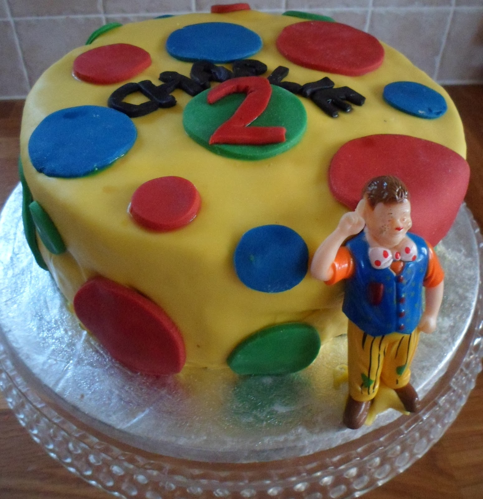 Cobble & Gobble: Mr Tumble\'s Spotty Birthday Cake (inside and out!)