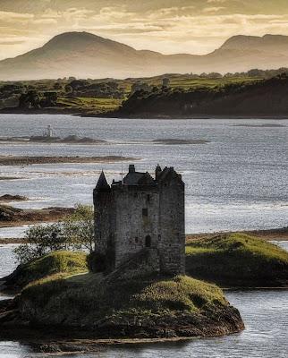 Castelo de Stalker, isolado, heroico, misterioso