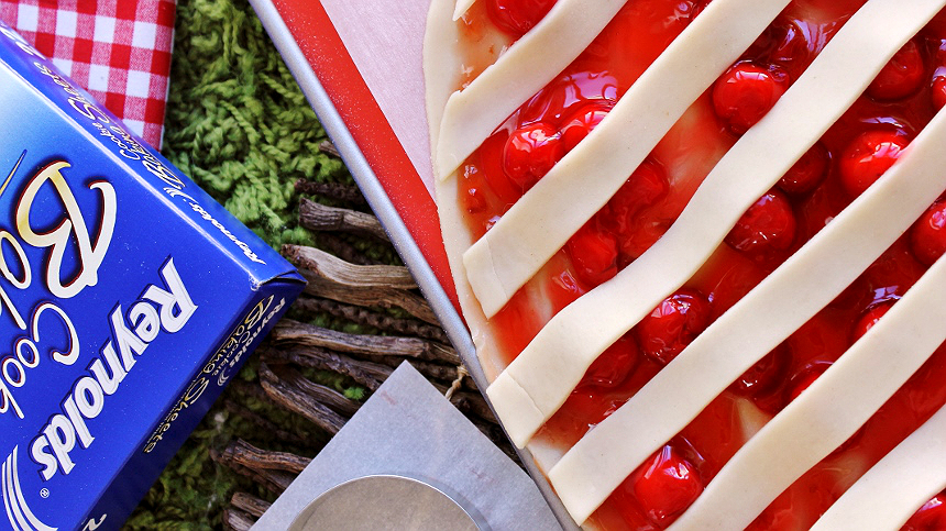 Holiday Pie cookies make an impressive and delicious homestyle cookie recipe that is sure to become a new family tradition. Use Reynolds pre-cut cookie sheets to make storing and cleanup a breeze! #BakeMagicMoments (ad)
