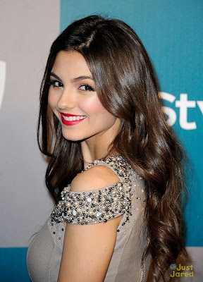 http://4.bp.blogspot.com/-vSn5925XcoY/TxW_obA0IKI/AAAAAAAAKYY/Q1ZrU3UvY_A/s640/victoria-justice-instyle-gg-party-03.jpg