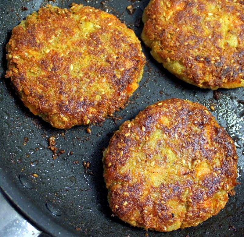 Oppskrift Enkel Kikertburger Veganske Middagskaker Kikerter Gulrot Sesamfrø Kjøttfri Burger