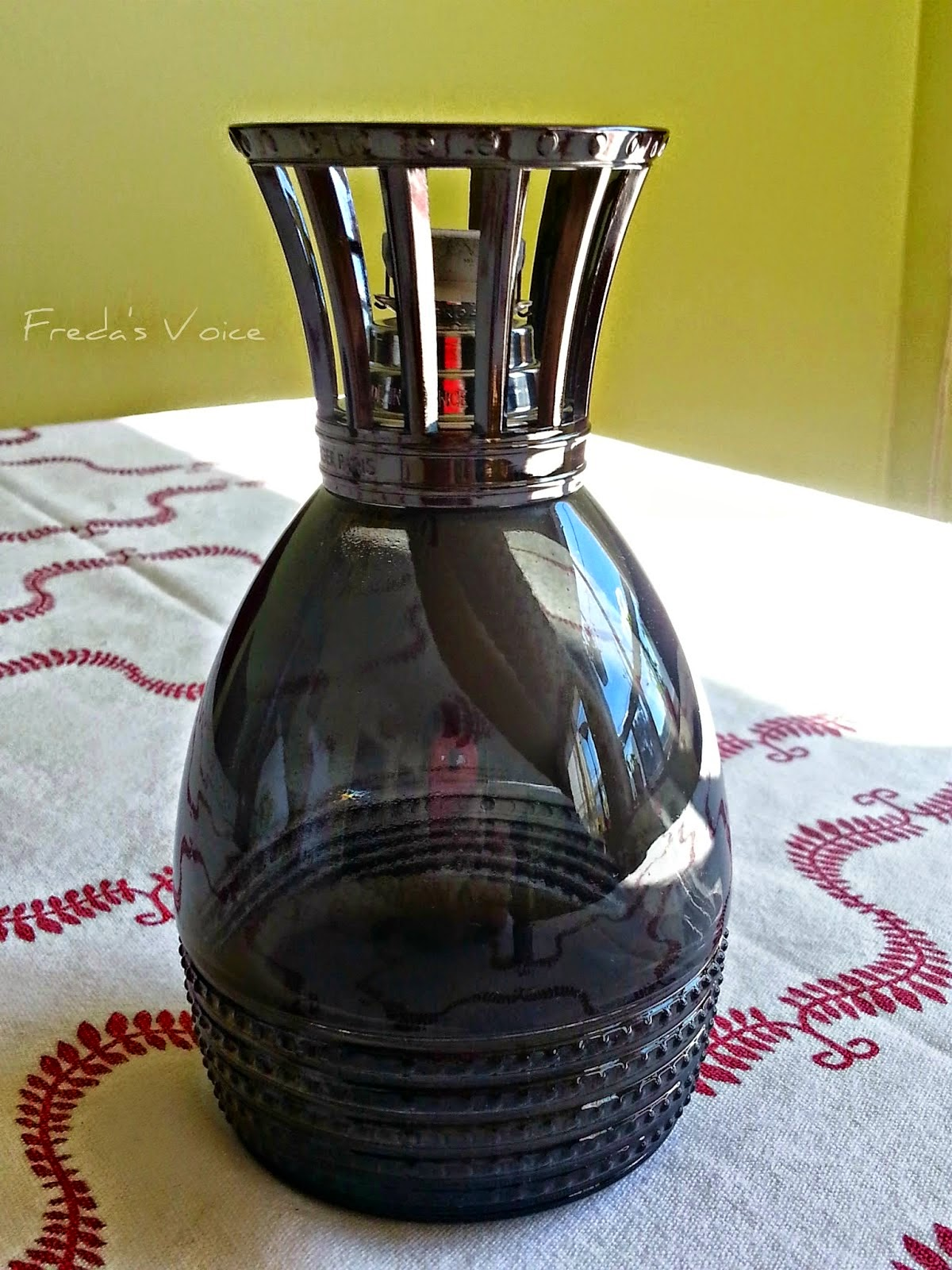 giveaway lampe berger paris holidaygiftguide2014. Black Bedroom Furniture Sets. Home Design Ideas
