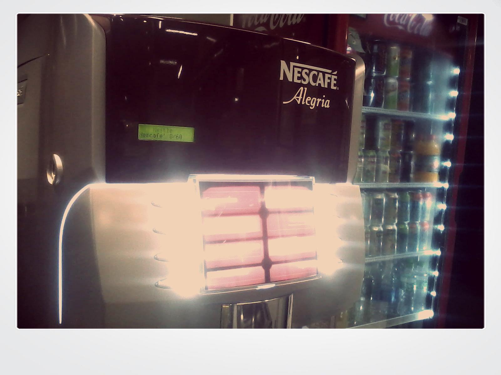 dia que descobri que chegou a máquina de Nescafé na lanchonete da