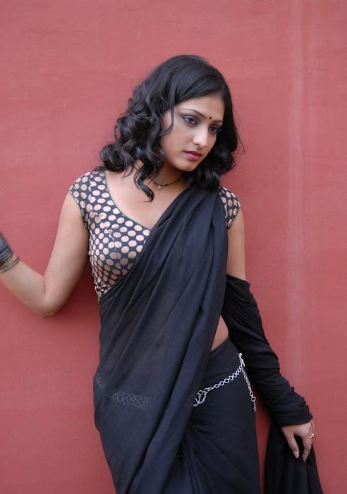hari priya new saree latest photos