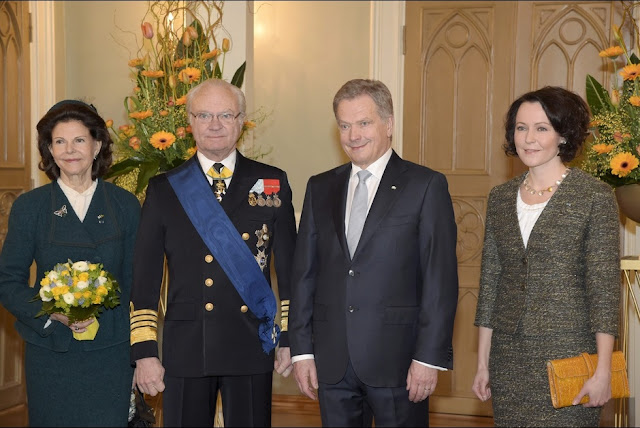 Queen Silvia and King Carl XVI Gustaf  of Sweden pose with Finland's President Sauli Niinisto and his spouse Jenni Haukio at the Presidential Palace in Helsink