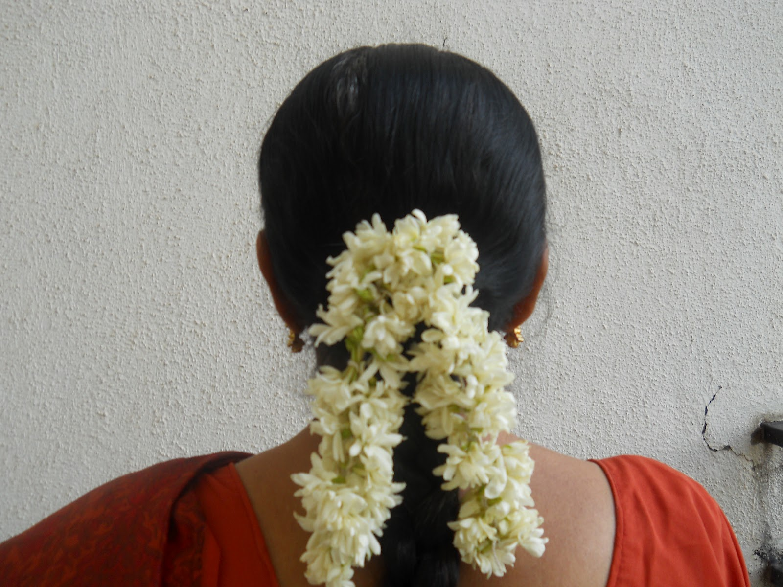 Brindas banter of malligai and mullai jasmine flowers izmirmasajfo