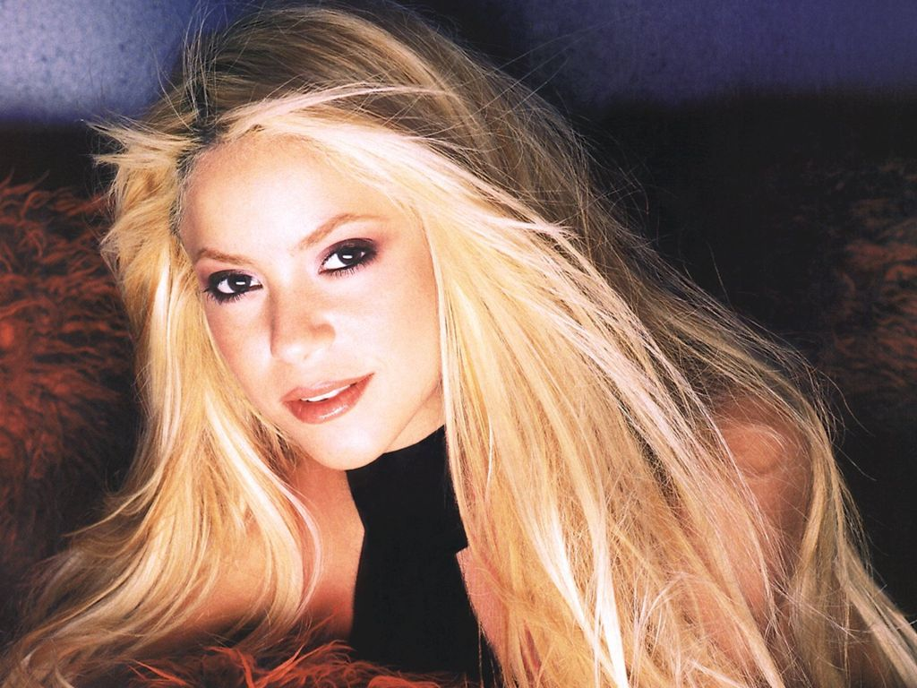 http://4.bp.blogspot.com/-vTktT9bfxRY/Tx-FPiV8kiI/AAAAAAAAEds/1XsEILftD_c/s1600/Shakira+wallpaper+%252802%2529.jpg