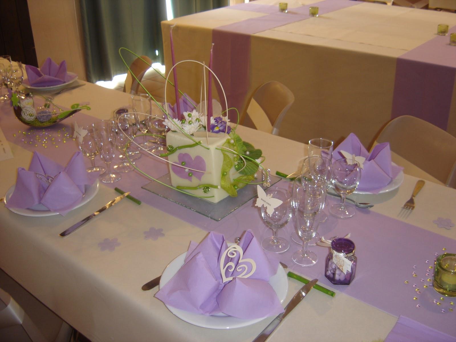 deco de table mariage blanc et parme id es et d. Black Bedroom Furniture Sets. Home Design Ideas