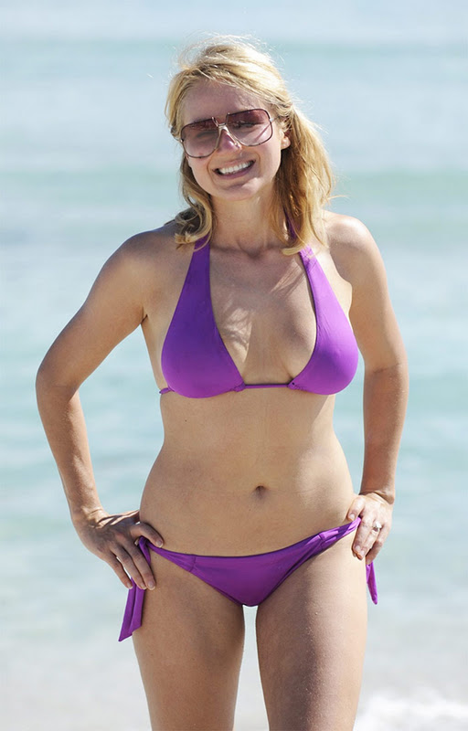 Jewel Kilcher in Bikini