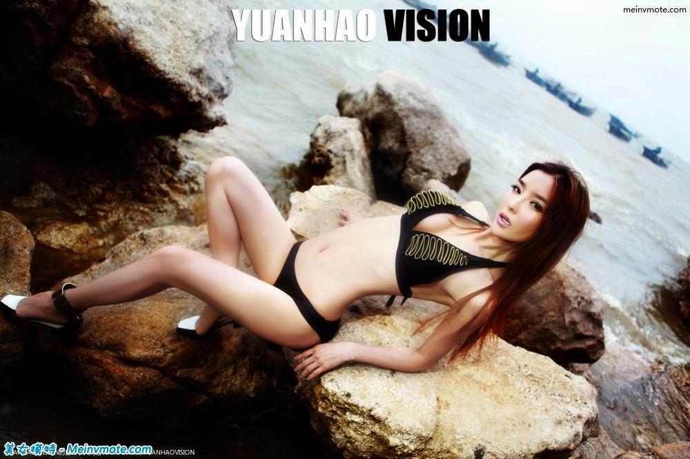 Liying Zhi sexy bikini large seaside rock