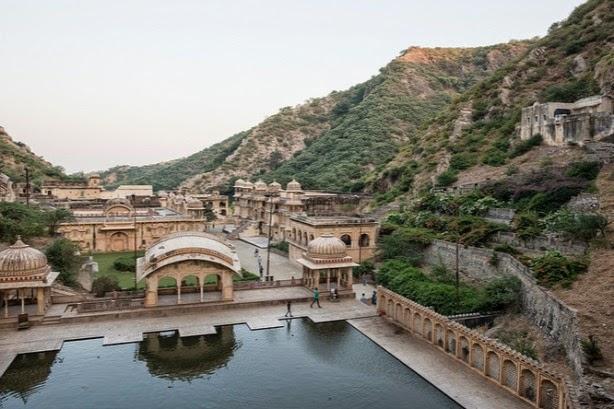 jaipur inde monkey temple singe bassin galta inde