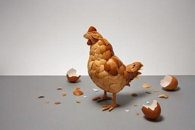Η κότα έκανε το αυγό ή το αυγό την κότα;