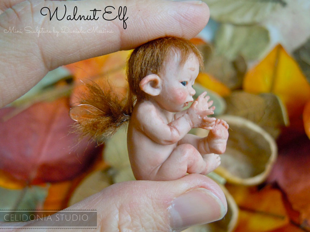 Elfo nella Noce di Celidonia - OOAK Mini Sculpture in Polymer Clay