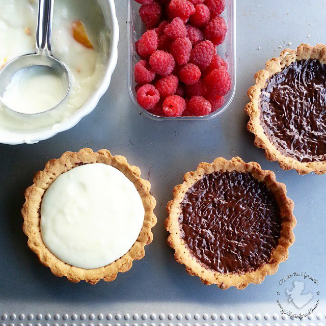Spicy tart with orange cream and raspberries - Crostatine speziate con crema all'arancia e lamponi