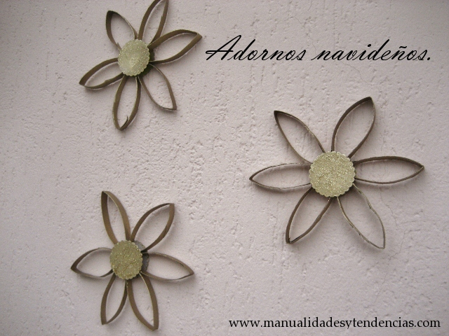 DIY Adornos de Navidad con rollos de papel higi�nico / Christmas ornaments made out of toilet paper rolls.