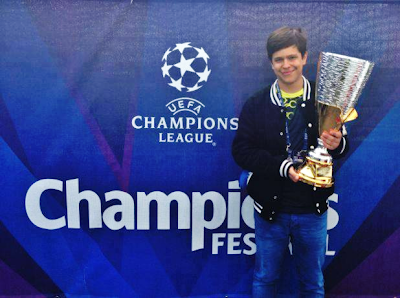 artkiller94 with the PES Champions Festival trophy