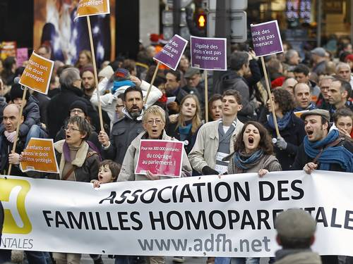 Ativistas franceses fazem manifestação pela lei do casamento entre pessoas do mesmo sexo (Foto: Remy de la Mauviniere / AP)