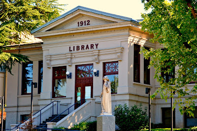 Library in Ashland, Ore. Image by Curtis Cronn
