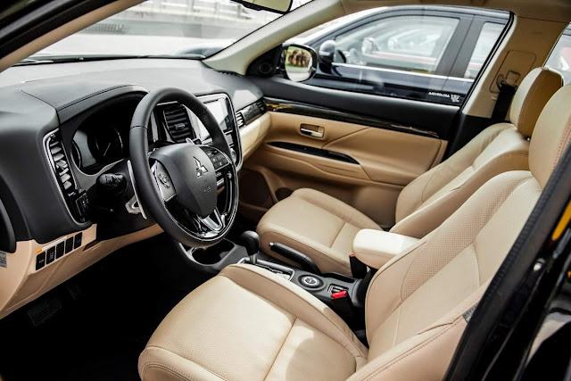 Mitsubishi Outlander 2016 - interior