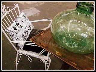 Botella con silla y cojín de comic en la feria de desembalaje 2013 en el BEC-