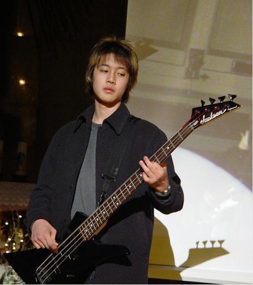 صور هيون مع فرقته قبل SS501